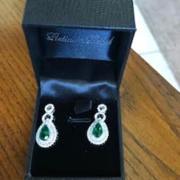 Gold Coast Jewelry New Sparkly Earrings With A Green Center Stone